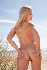 Jemma On The Beach 02