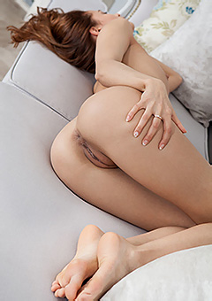 Glorious Naked Teen Layna